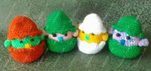 Разноцветные яйца с цыплятами