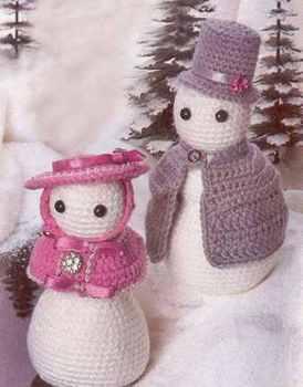 Два необычных снеговичка