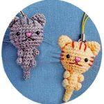 Связанный крючком котенок брелок