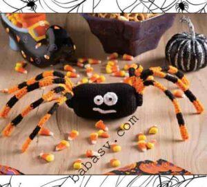 Паук к празднику хэллоуин связан крючком