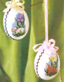 Готовые вышитые пасхальные яйца