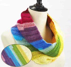 Разноцветный шарф капюшон из разноцветных нитей