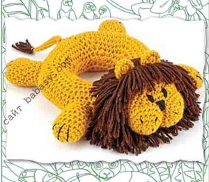 Лев с телом в виде кольца связан крючком