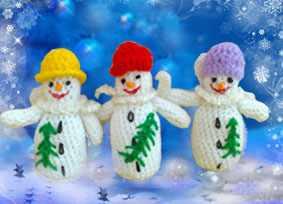 Вязаные крючком три снеговика