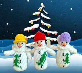 Снеговики с вышитыми елками
