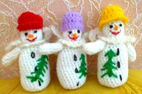Как связать снеговиков в шляпках
