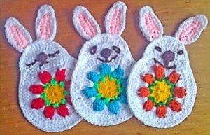 Связанные крючком кролики