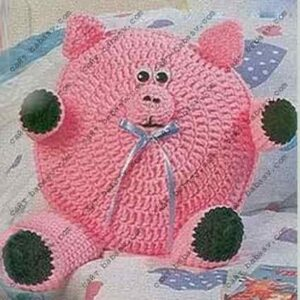 Круглая подушка Свинка связана крючком