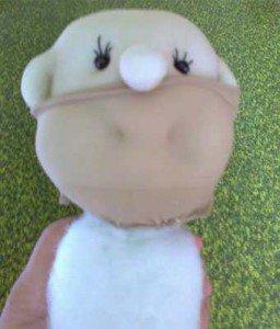 Пришить синтепон к шее куклы