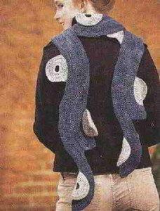 Связаный крючком шарф с кольцами