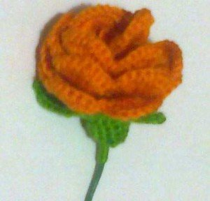 Как связать оранжевую розу