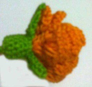 Цветоложе у связанного крючком цветка