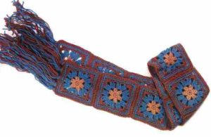 Связанный шарф из квадратных мотивов
