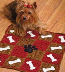 Связанный крючком коврик для собаки