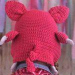 Хвост свиньи на шапочке