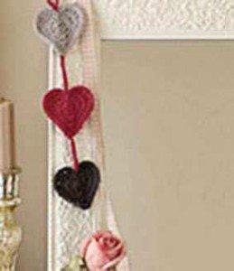 Зеркальная подвеска из сердечек