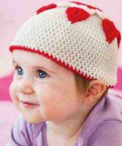 Шапочка с сердечками для малыша