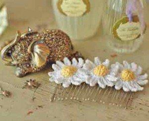 Как украсить расческу цветами Ромашки