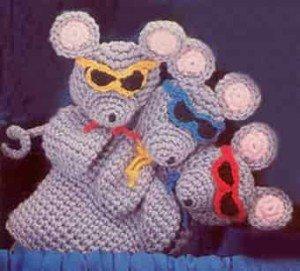 Мышки в очках - это игрушка надетая на руку