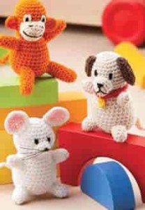 Мышка, обезьянка и собачка связаны крючком как познавательные детские игрушки
