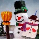 Снеговик и с метлой связаны крючком