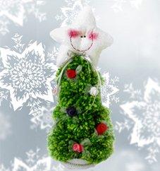 Из обыкновенных помпонов можно создать красивую новогоднюю елкуонов