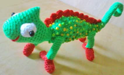 Как связать крючком игрушку хамелеона