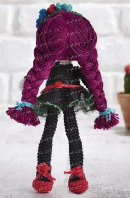 Вид куклы сзади