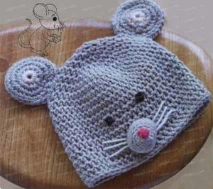 Связанная крючком шапка в виде мышки