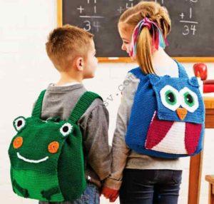 Связанные крючком рюкзаки в виде совы и лягушки