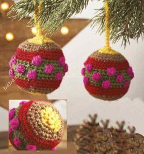 Связанные шары на елке
