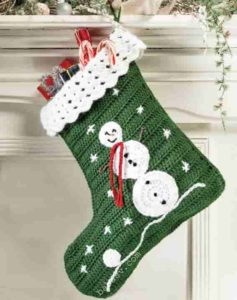 Связанный крючком новогодний сапожок со снеговиком