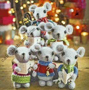 Новогодние мышки связаны крючком