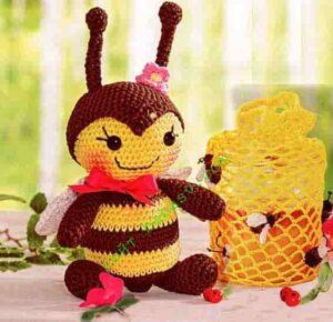 Пчела медоносная связана крючком