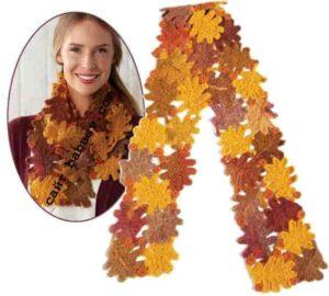 Замечательный шарф из мотивов в виде дубовых листьев крючком