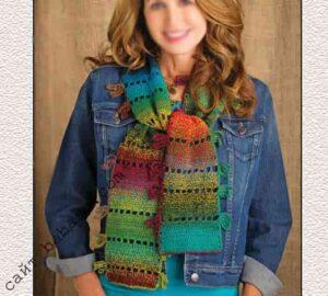 Полосатый шарф связан крючком по описанию