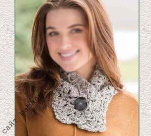 Серый шарф связан крючком по описанию